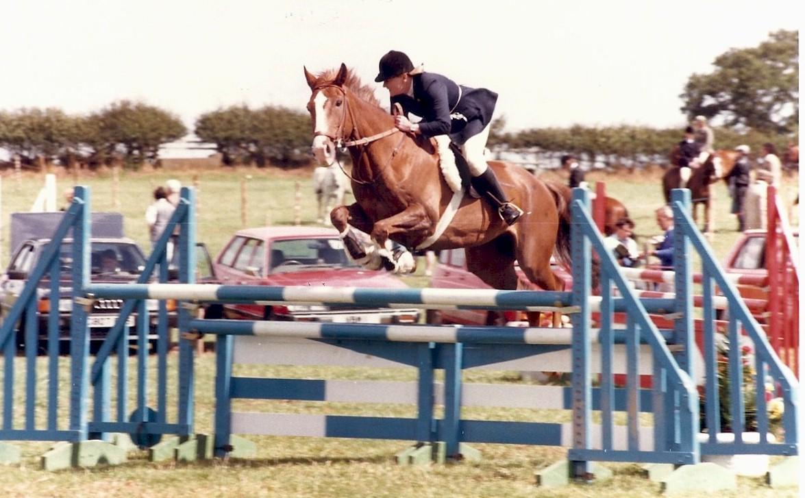 SJ Champs 1986 Sandra Olliver & Flippant Fancy jumping